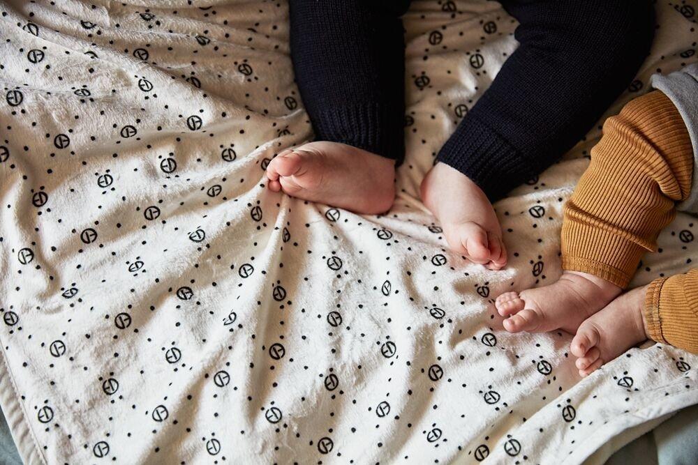 Elodie Details - Kocyk Pearl Velvet - Monogram