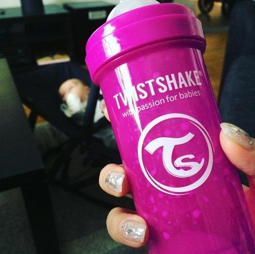 Twistshake - Antykolkowa butelka do karmienia, czarna 330ml